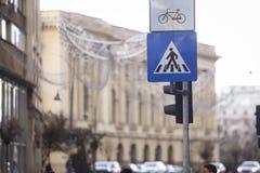 行人穿越道和自行车标志 库存图片
