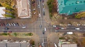 行人穿越道空中顶视图在Dnipro市 免版税库存图片