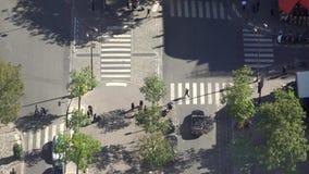 行人穿越道,平安的交叉点,鸟瞰图 股票录像