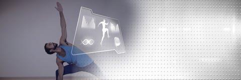 行使与健康接口的运动适合人瑜伽 免版税图库摄影