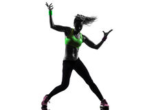 行使健身zumba跳舞剪影的妇女 免版税图库摄影