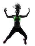 行使健身zumba跳舞跳跃的剪影的妇女 库存图片