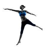 行使跳跃的妇女舒展跳舞 库存图片