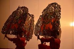 行动在Chinesse寺庙的中国歌剧队 免版税库存图片