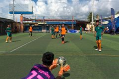 行动尝试的抓住的柬埔寨守门员球 免版税图库摄影