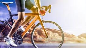 行动的专业路自行车竟赛者 库存照片