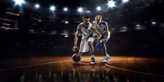 行动的两个蓝球运动员 免版税图库摄影