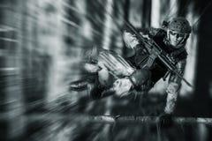 行动的军队战士 库存照片