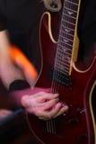 行动的吉他弹奏者 免版税库存照片