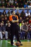 行动的篮球裁判员 免版税库存照片