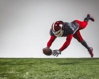 行动的美国橄榄球运动员 图库摄影