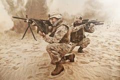 行动的美国海军陆战队员 库存图片