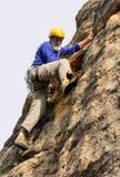 行动的资深登山人 免版税图库摄影