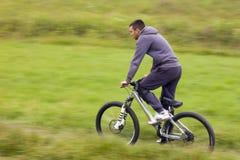 行动的骑自行车的人 免版税图库摄影