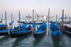 行动被弄脏的威尼斯长平底船 免版税库存照片