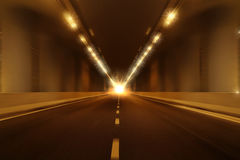 行动迷离隧道透视背景 库存图片
