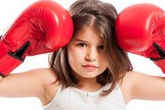 行动年轻拳击的女孩恼怒 库存图片