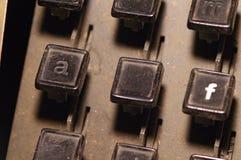 行型活字键盘在a, f钥匙特写镜头上写字 库存照片