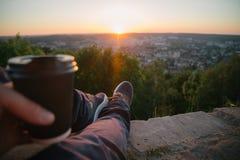行家人饮用的咖啡 免版税图库摄影