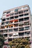行家在Le Thanh Ton街上的咖啡馆大厦在西贡胡志明市 免版税库存图片
