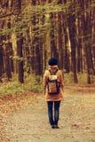 行家女孩在公园 免版税图库摄影