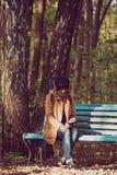 行家女孩在公园 免版税库存照片