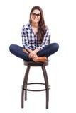 行家女孩坐椅子 免版税库存图片