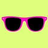 行家桃红色颜色太阳镜隔绝了在黄色背景的传染媒介 免版税图库摄影