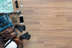 行家衣裳和辅助部件在木背景 免版税库存照片