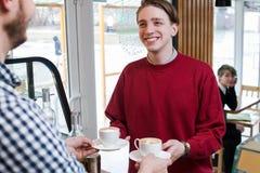 行家青年休闲生活方式人咖啡店 库存图片