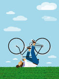 行家骑在天空的一辆自行车 免版税图库摄影