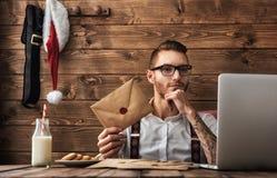 行家年轻人圣诞老人 免版税库存图片