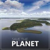 行星保存 大海和白色云彩 新的成人 视图 库存照片