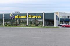 行星健身外部在工业区的 图库摄影