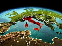 行星地球上的意大利在空间 库存图片