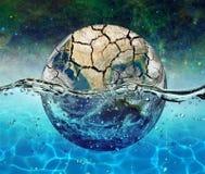 行星地球在满天星斗的天空的背景的水中被淹没 免版税图库摄影