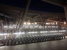 行李台车在机场 免版税图库摄影