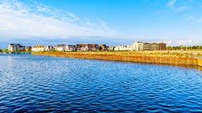 行格住宅和公寓在历史的渔村 免版税库存图片
