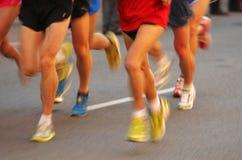 行程马拉松运动员 免版税库存照片