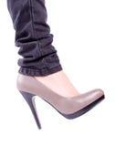 行程s穿上鞋子妇女 库存图片