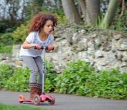 滑行车女孩 免版税库存图片
