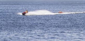 水滑行车的人们 免版税图库摄影