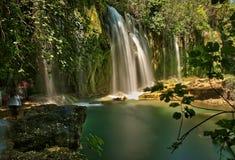 行间空格特别大的瀑布在安塔利亚 库存照片