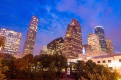 街市休斯敦看法微明的与摩天大楼 库存图片