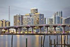 街市佛罗里达迈阿密日落 免版税库存图片