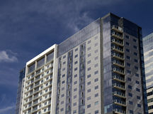 街市办公室和旅馆大厦 免版税库存照片