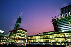 街市台北在日落&晚上 库存图片