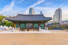 街市和汉城市,韩国Bongeunsa寺庙  免版税库存图片