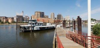 街市圣保罗和密西西比河 免版税库存照片