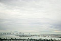 街市圣迭戈地平线阴云密布 库存照片